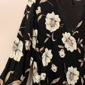 Gorgeous floral bell-sleeved dress